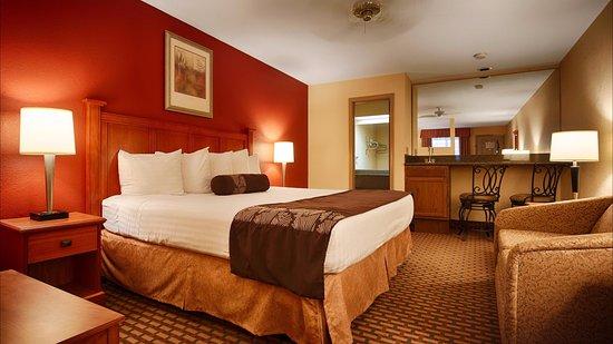Jacksonville, AR: King Suite