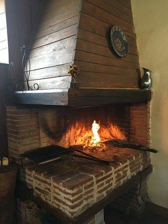 Castelnuovo di Farfa, Italy: некоторые заказанные нами блюда готовили в этой печи