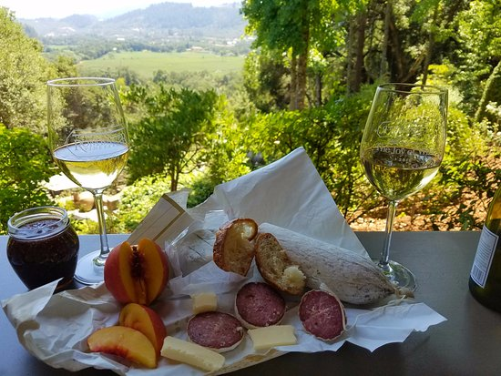 Rombauer Vineyards : Lunch, View and Rombauer - YUM