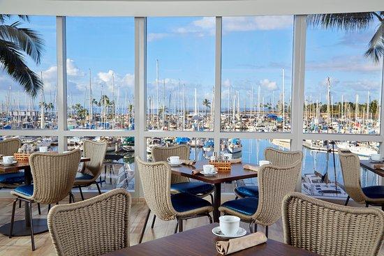100 Sails Restaurant & Bar: Harbor view
