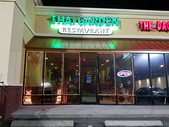 Thai Garden Restaurant: Outside View, adequate parking