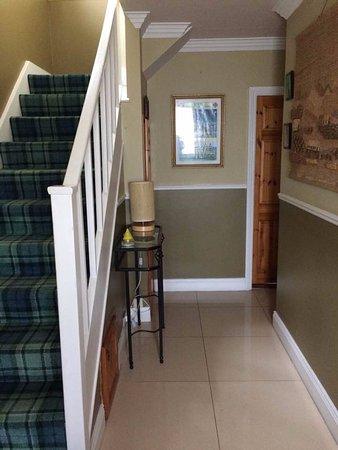 Roisin House : Hallway