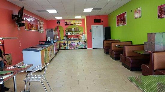 Bridge City, TX: Tropicana Ice Cream Parlor