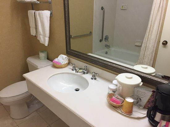 Coffee Machine In Bathroom Foto Van Coventry Motor Inn