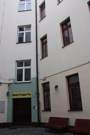 Prague Tyn: Pintu masuk hostel