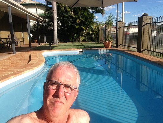 Rockhampton Palms Motor Inn: Nice soak in the pool after 9 hrs on a motorcycle