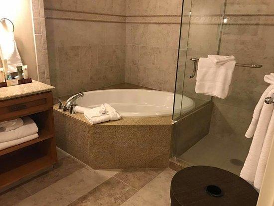Disney S Paradise Pier Hotel Newport Suite Main Bathroom