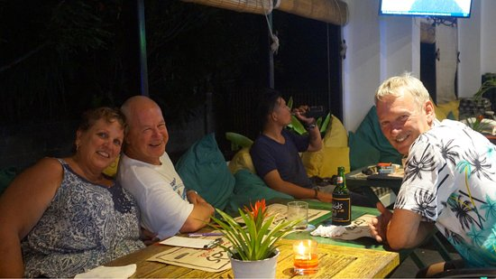 Meads Beach Bar & Grill: Great night at Meads