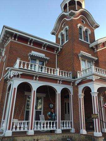 Bernadine's Stillman Inn: The front of the house