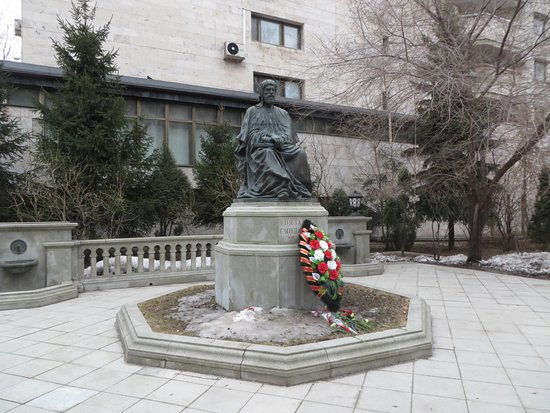 Памятник с семейный Климовск Лампадка из габбро-диабаза резная Жиганск