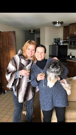 The Elevation Hotel & Spa : Pam Dole (hotel specialist), Margie (wife) and Quincy (Peke)