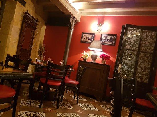 Puisseguin, France: 20170304_194825_large.jpg