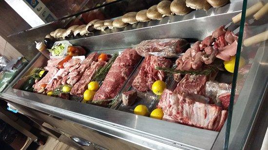 Bastiglia, Italia: Qui oltre all'ottima carne, hanno un bar ben fornito.