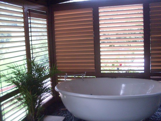 Kyogle, Australia: Outdoor Deck Spa with Shutters