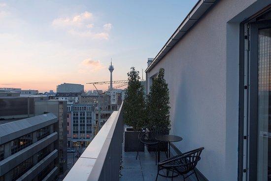 the fritz hotel d sseldorf tyskland omd men och. Black Bedroom Furniture Sets. Home Design Ideas