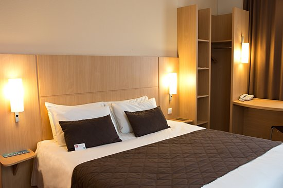 Ibis Kaunas Centre: Superior room has all one might need to comfortably relax.