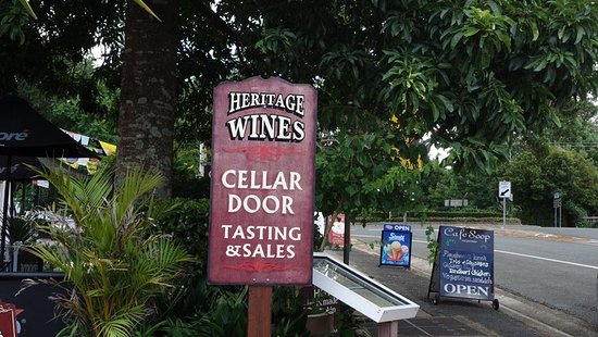 Southern Cross 4WD Tours: WINE TASTING