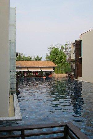 Let's Sea Hua Hin Al Fresco Resort: POOL SIDE BAR