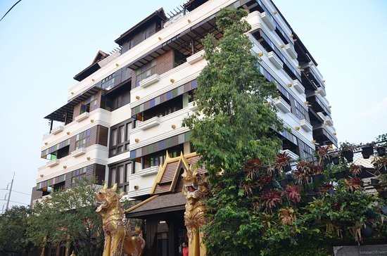 Singha Montra Lanna Boutique Style: The building sticks out from its surroundings