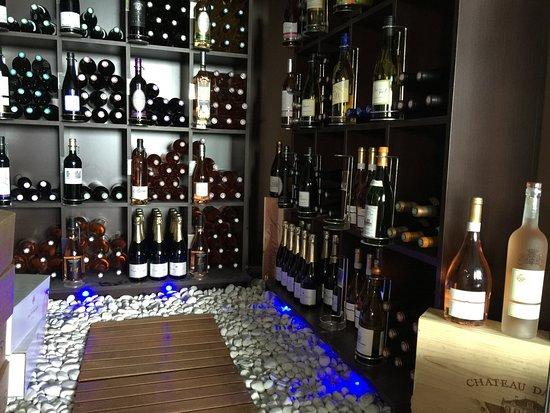 Faugeres, Francia: Cave à vin