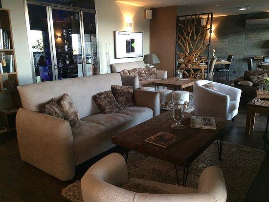 Faugeres, Francia: Bar Lounge