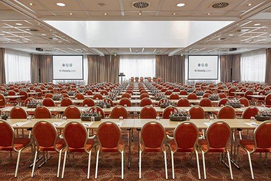 Großer Veranstaltungsraum im Ramada Hotel Micador Wiesbaden Niedernhausen