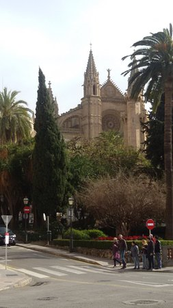 Paseo del Borne: am südlichen Ende kann man die Kathedrale sehen