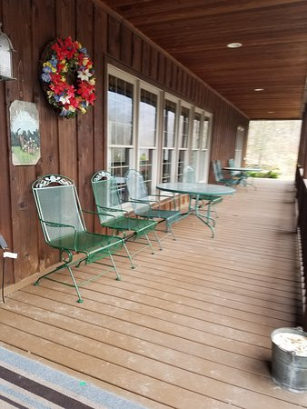 Morning Glory Inn: Front porch