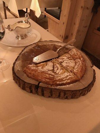 Restaurant Chesery: Freshly baked apple tart