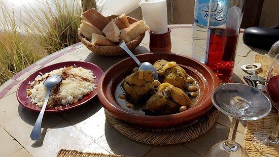 Riad O2 : dejeuner sur la terrasse