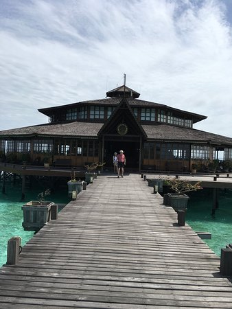Lankayan Island Dive Resort: Main building where breakfast, lunch and dinner is served.