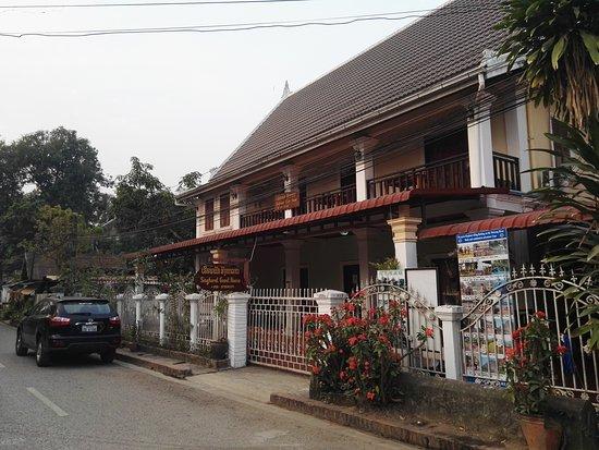 Singharat Guest House: IMG_20170307_065627_large.jpg