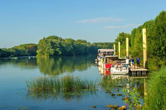 Trevoux, فرنسا: kanopée village balade sur la Saône inzeboat