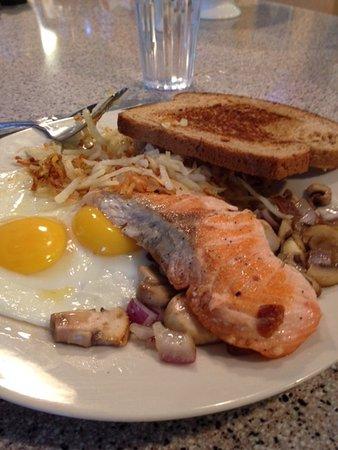 Cafe Sarafornia: Salmon, eggs and more