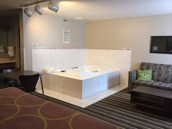 Brookings, Dakota del Sur: Deluxe Jacuzzi Suite (2)