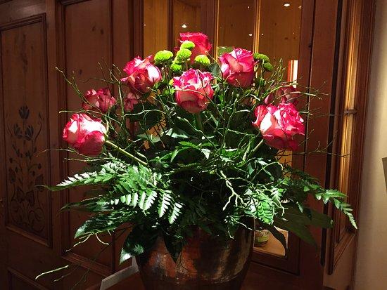 Hotel Engel Obertal: Überall frische Blumen