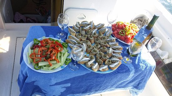 Марина, Хорватия: Seafood canapes sandwiches, tasty wine and some vegetables to give you energy! :)