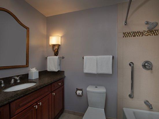 Marriott's Manor Club at Ford's Colony : Two-Bedroom Villa - Bathroom