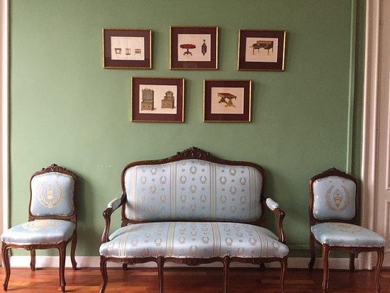 Voorhoutkamer ideaal voor een presentatie of diner foto van huis