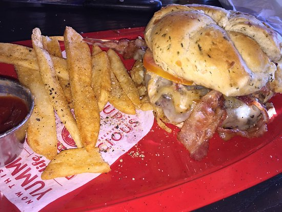 Photo of American Restaurant Red Robin Gourmet Burgers at 1865 Hilliard Rome Rd, Hilliard, OH 43026, United States