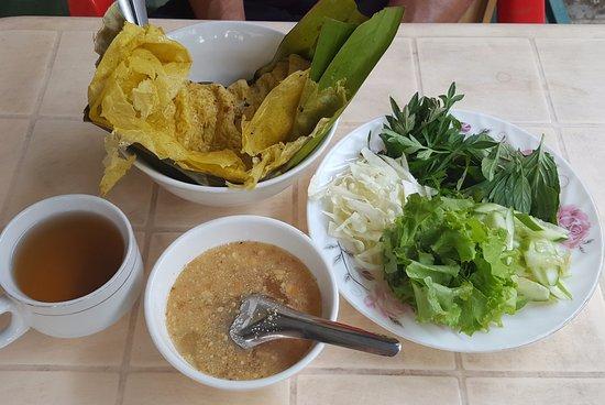 Battambang My Homestay: Petit-déjeuner offert : galette & condiments !