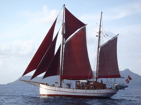 Vendia Classic Yacht Charters