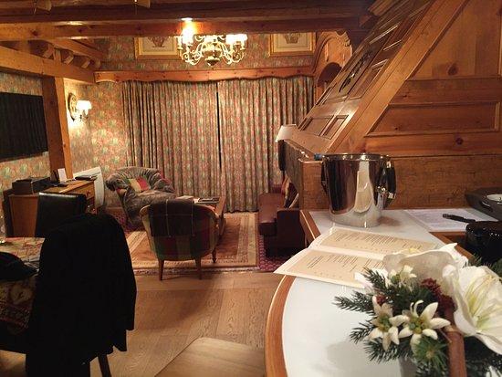 Hotel Le Grand Coeur & Spa : salon et bar dans l'appartement 158