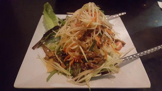 Panvimarn Thai Cuisine: Spicy Mango Margarita was excellent. Green Papaya Salad was awesome. Paknavin Ribs was falling o