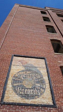 Gennett Walk of Fame: Gennett Records label/logo on side of buiding