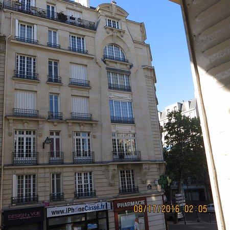 โรงแรมเวียเตอร์: View across the street, Hotel Viator, Paris