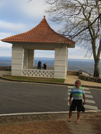 Hot Springs Mountain: Paved parking and a gazebo with some seating at the top
