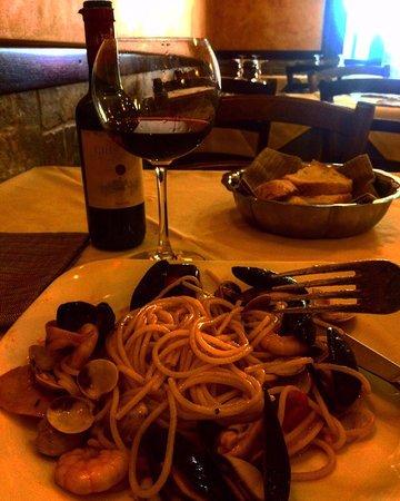 Da Vito e Dina: Паста с морепродуктами и вино