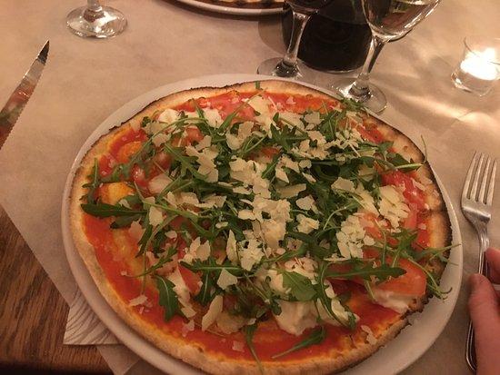 Pigna, Italien: Pizza picante e rucola