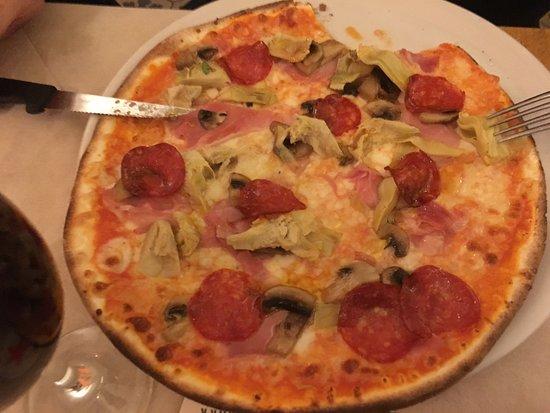 Pigna, Italien: Pizza pepperoni e anchovies